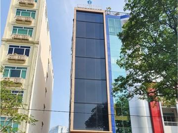 Mặt trước toàn cảnh oà cao ốc văn phòng cho thuê Lighthouse Hoàng Diệu, đường Hoàng Diệu, quận 4, TP.HCM - vlook.vn