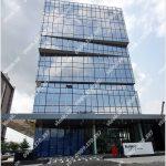 Mặt trước toàn cảnh oà cao ốc văn phòng cho thuê M Building, đường Số 8, quận 7, TP.HCM - vlook.vn